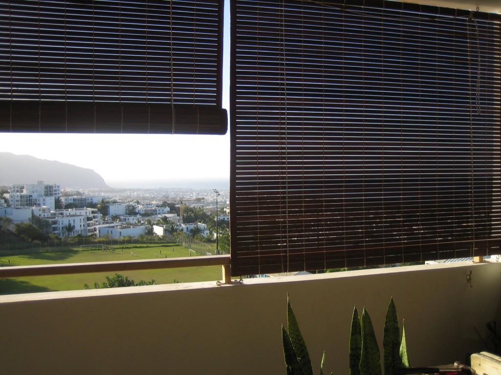 installation de stores mauriciens sur balcon en appartement st denis. Black Bedroom Furniture Sets. Home Design Ideas