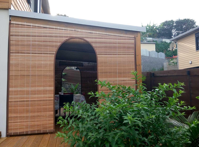 store sur mesure porte en bois pour store mauricien. Black Bedroom Furniture Sets. Home Design Ideas